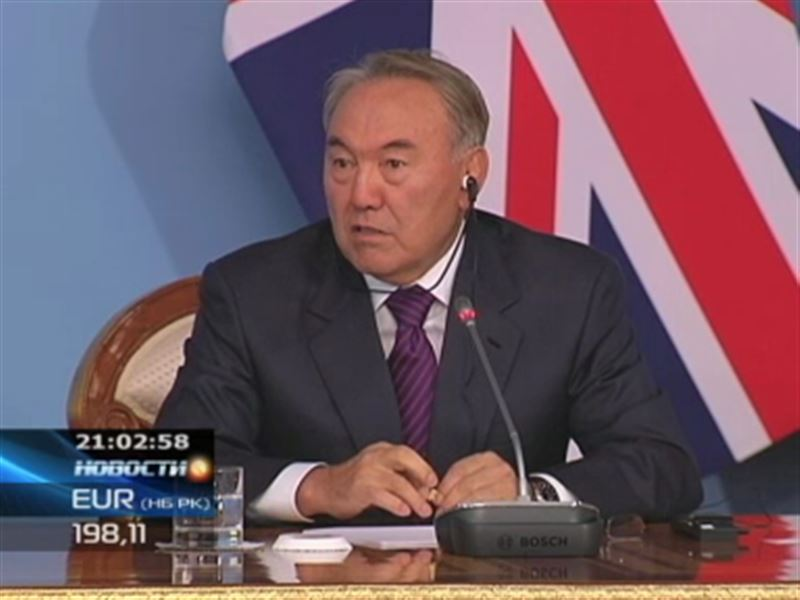 """Назарбаев английским журналистам: """"У нас не ездят на верблюдах"""""""
