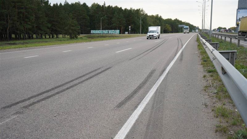 Под колесами КамАЗа погибла 12-летняя велосипедистка в СКО