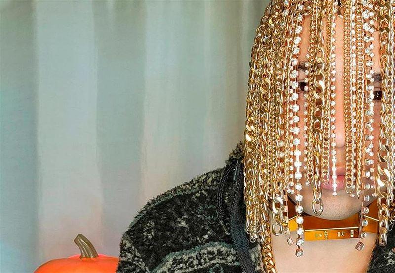 Рэпер вживил в голову золотые цепи с бриллиантами вместо волос