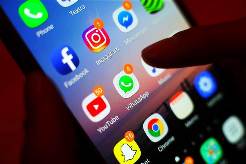 Работу соцсетей и мессенджеров могут ограничить в Казахстане