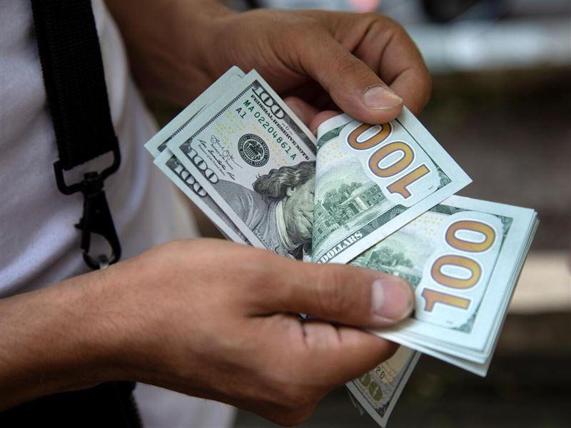 Доллар еще снизился по отношению к тенге