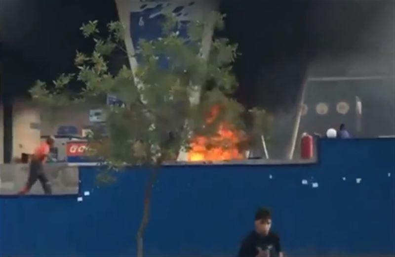 Мотоцикл загорелся на АЗС в Алматы
