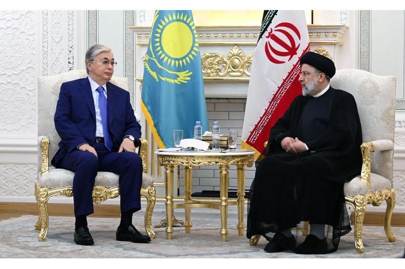 Тоқаев Иран Ислам Республикасының президентімен кездесті