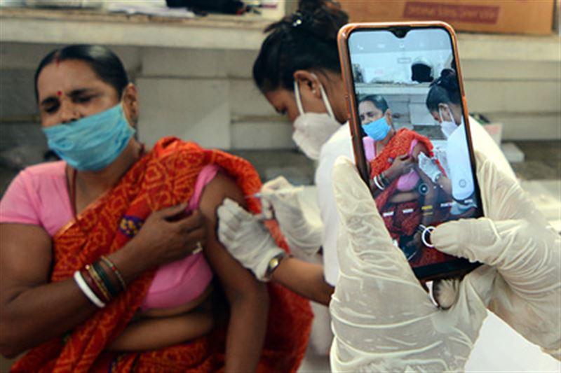 В Индии в честь дня рождения премьера за сутки вакцинировали более 22 миллионов человек