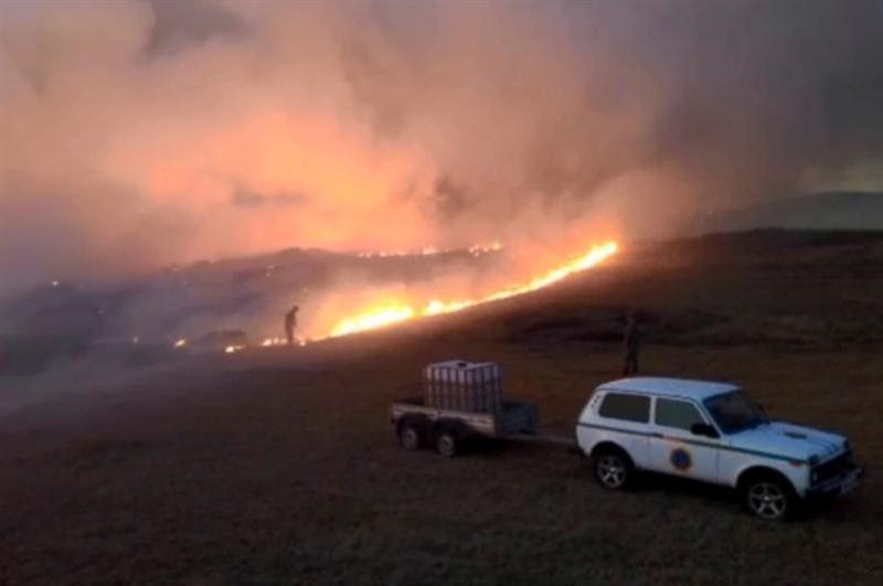 Три человека пострадали при тушении природного пожара в Карагандинской области