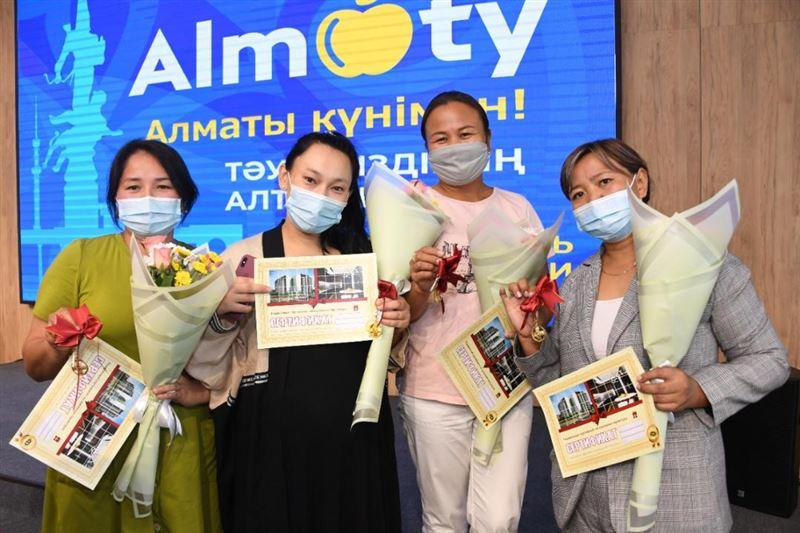 Трехкомнатные квартиры получили многодетные семьи в Алматы