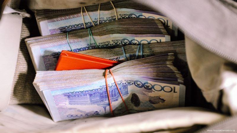 В Актобе аферистка оформила на соседку 12 кредитов