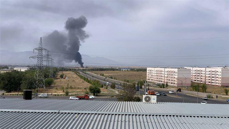 В Алматинской области горит склад