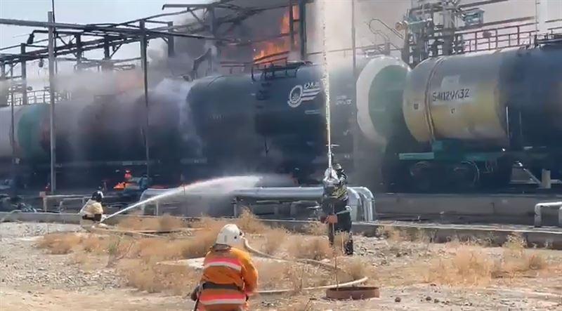 ЧП в Туркестане: загорелся вагон с цистерной бензина