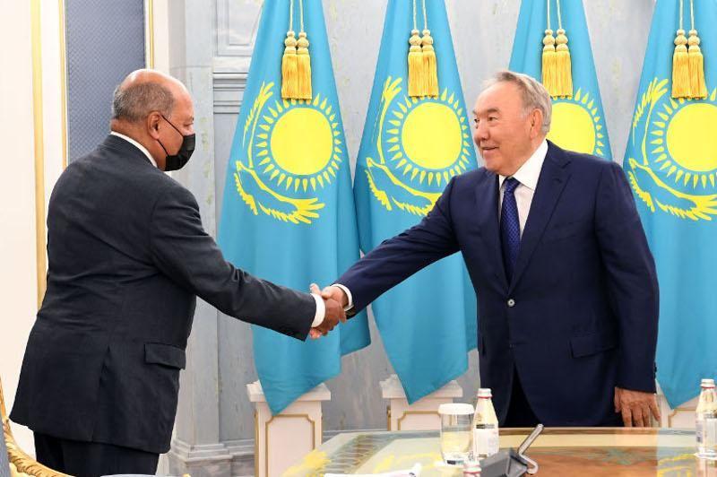 Назарбаев встретился с Сумой Чакрабарти