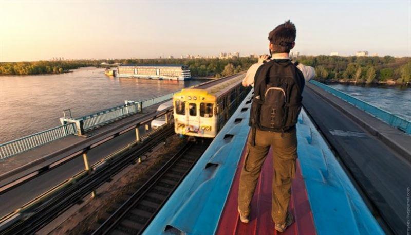 На крыше поезда пытался доехать до Алматы пьяный актюбинец