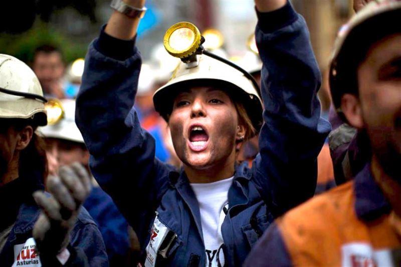 Сенат одобрил поправки по допуску женщин к тяжелым и опасным работам