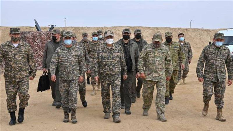 Казахстанским военнослужащим повысят зарплату на 60%