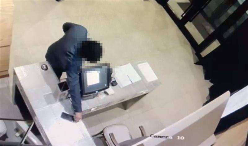 Астанчанин украл в ресторане телефон и позже в состоянии опьянения потерял его