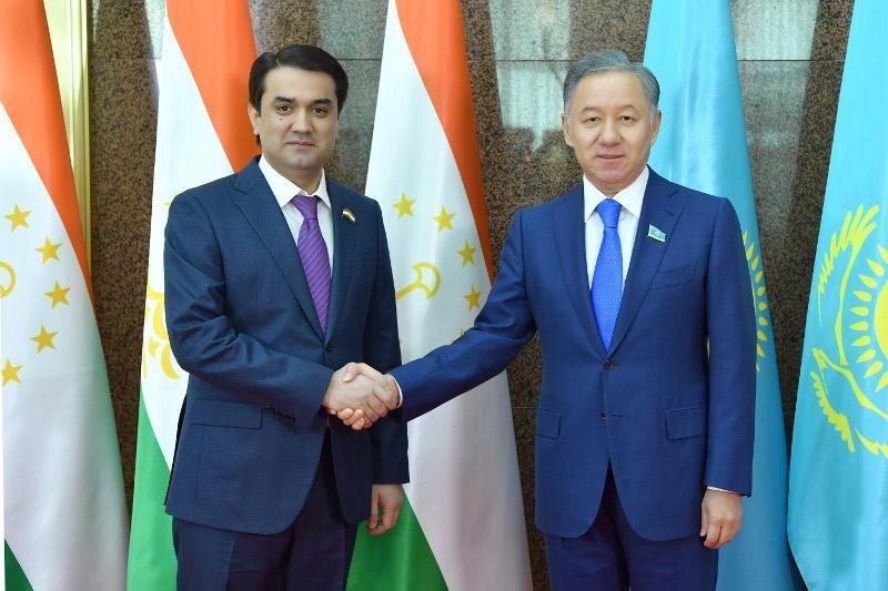 Нурлан Нигматулин и спикер Парламента Таджикистана обсудили вопросы сотрудничества