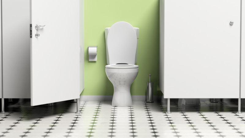 Уборщика осудили за установку камеры в школьном туалете