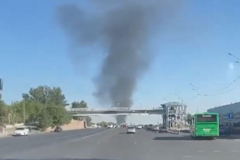 В Алматы в районе барахолки произошел пожар