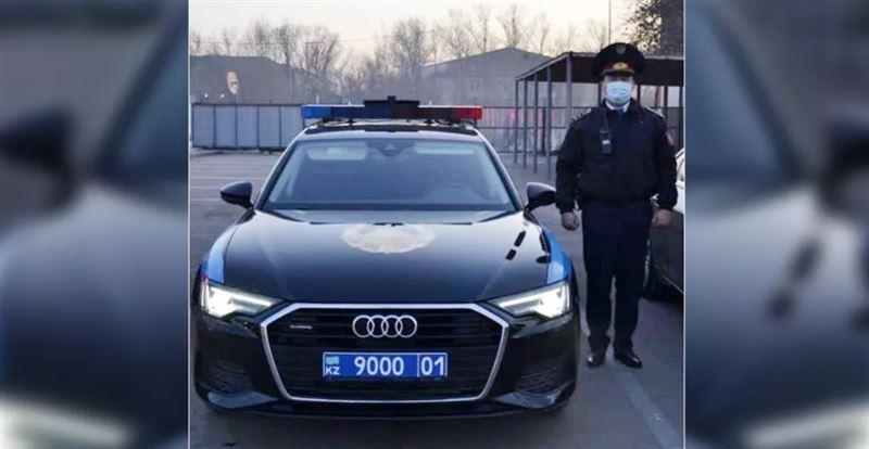 Сети растрогала особенная человечность столичного полицейского