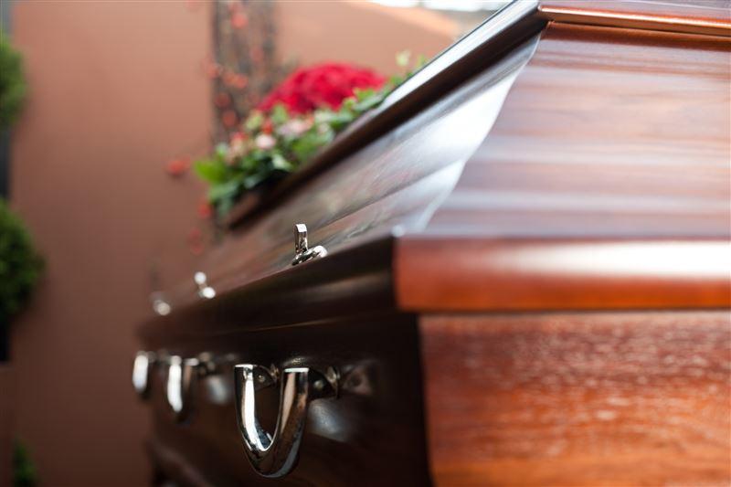 Дочери обнаружили в гробу матери тело незнакомой женщины