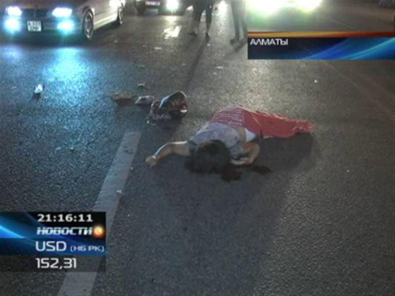 В Алматы женщина оказалась под колесами сразу двух машин