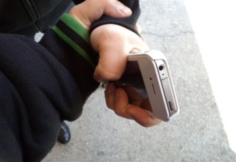 Грабитель отобрал телефон у прохожего в Нур-Султане
