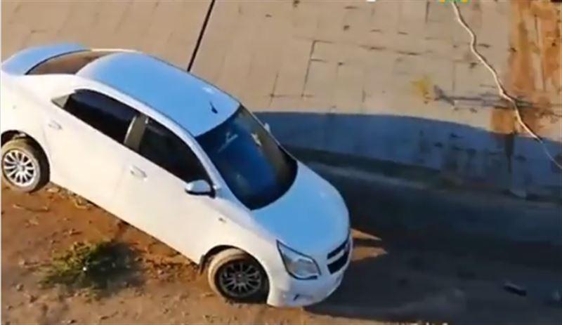В Актобе женщина на Shevrolet протаранила ограждение и слетела в канал