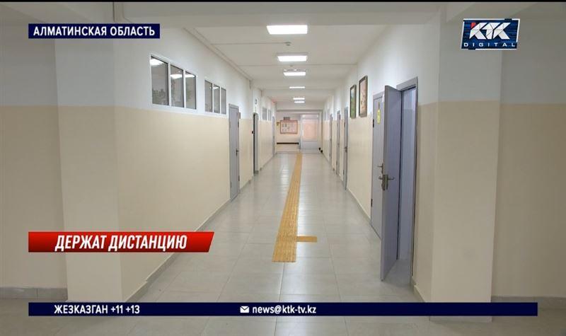 «Как в склепе»: детей перевели на удаленку из холода в новой школе