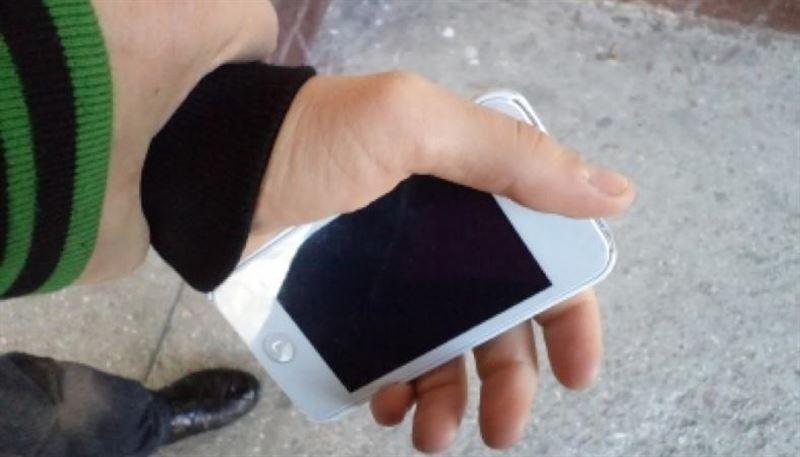 Грабитель отобрал телефон у карагандинца