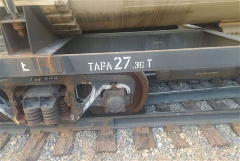 Цистерны с топливом сошли с рельсов в Алматы