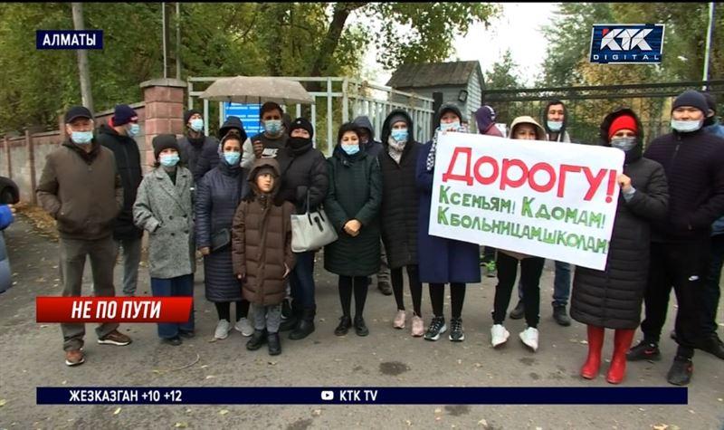 Несколько поселков близ Алматы лишились единственной дороги
