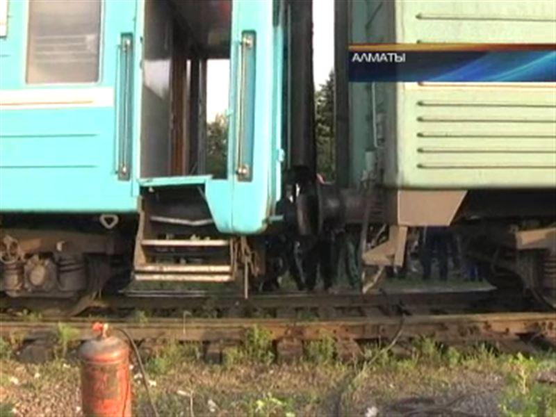 На алматинском вокзале столкнулись два поезда – пострадали 25 человек