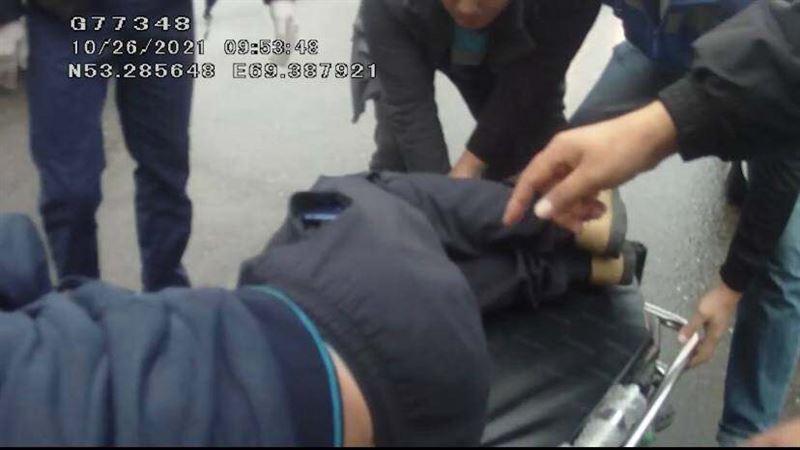 Полицейские Кокшетау помогли водителю, которому стало плохо в пути