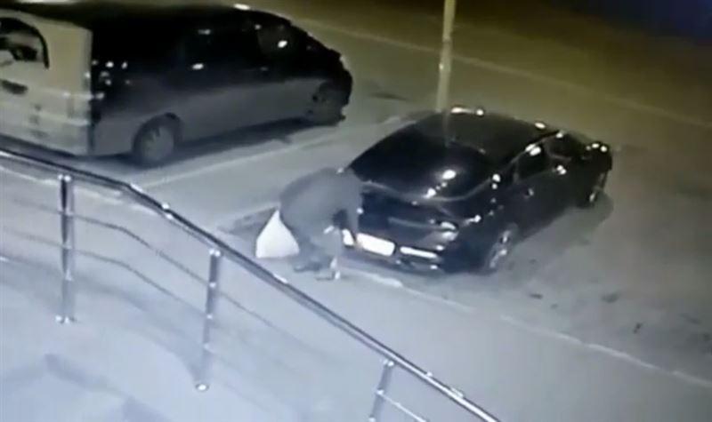 Полицейскими задержан мужчина, снимавший госномера с автомашин