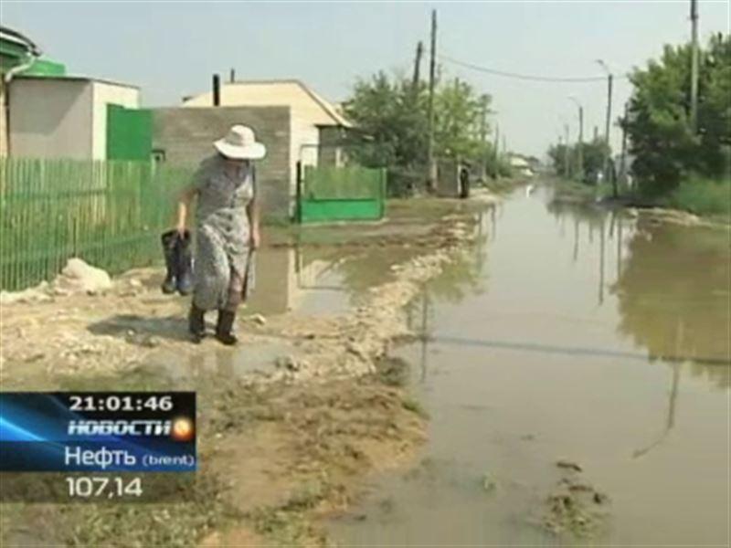 Улицы и кварталы Астаны заливают потоки канализационных и дождевых вод