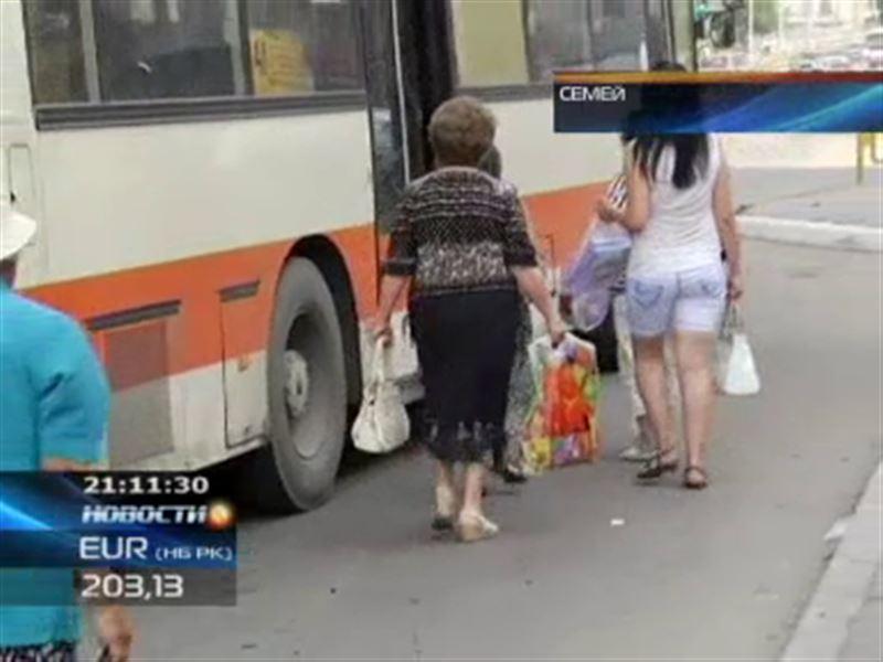 В Семее перевозчики самовольно отменили льготный проезд в автобусах