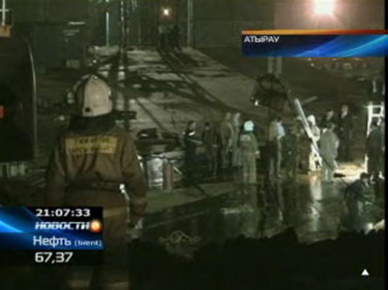 Спасатели продолжают поиск троих рабочих, которые пропали без вести при обрушении моста через реку Урал в Атырау