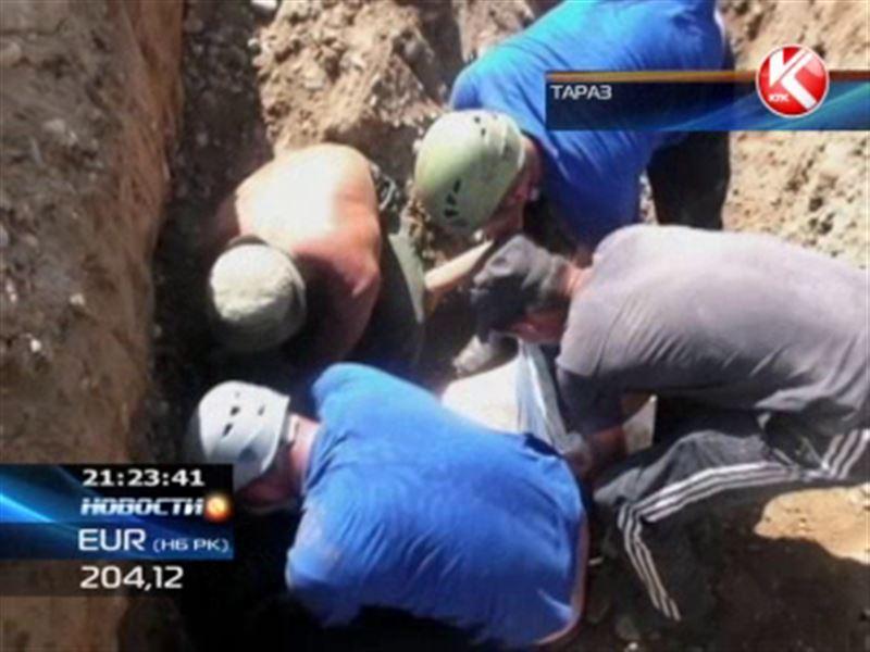 В Таразе рабочий городского водоканала оказался заживо погребен под землей