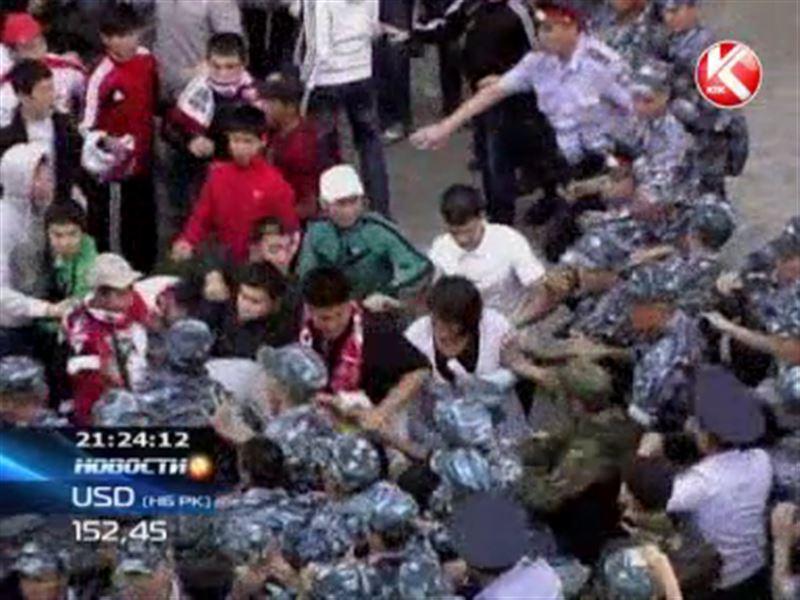 Актюбинские фанаты футбола едва не побили украинских болельщиков