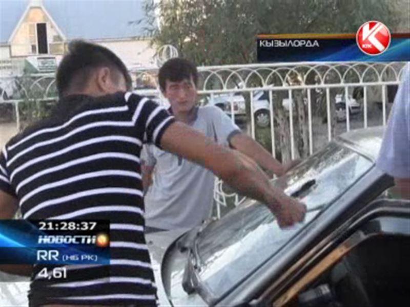 В Кызылорде на глазах у изумленных полицейских таксист разбил свою машину