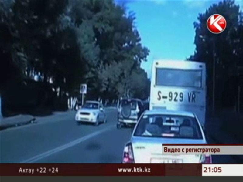 Павлодарская школьница выжила после того, как по ней проехал автомобиль