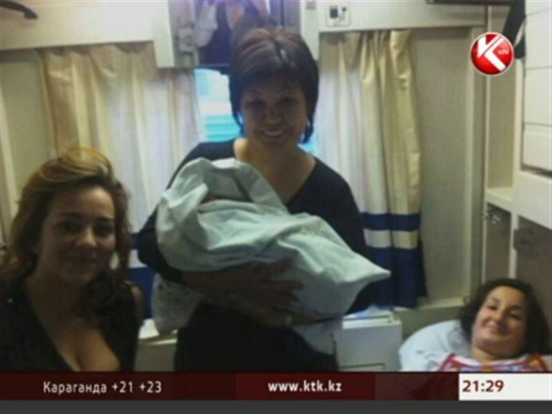 Пассажирка рейса Астана – Алматы родила прямо в купе