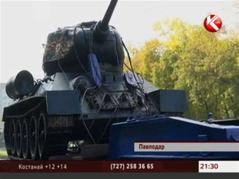 По улицам Павлодара сегодня ездил танк Т-34