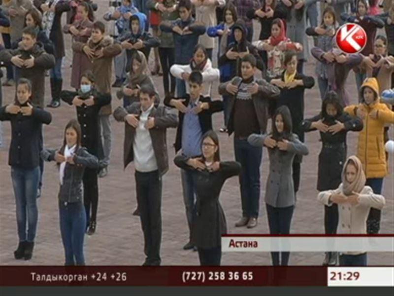 В Астане больше 500 человек разучивали уникальную казахскую гимнастику