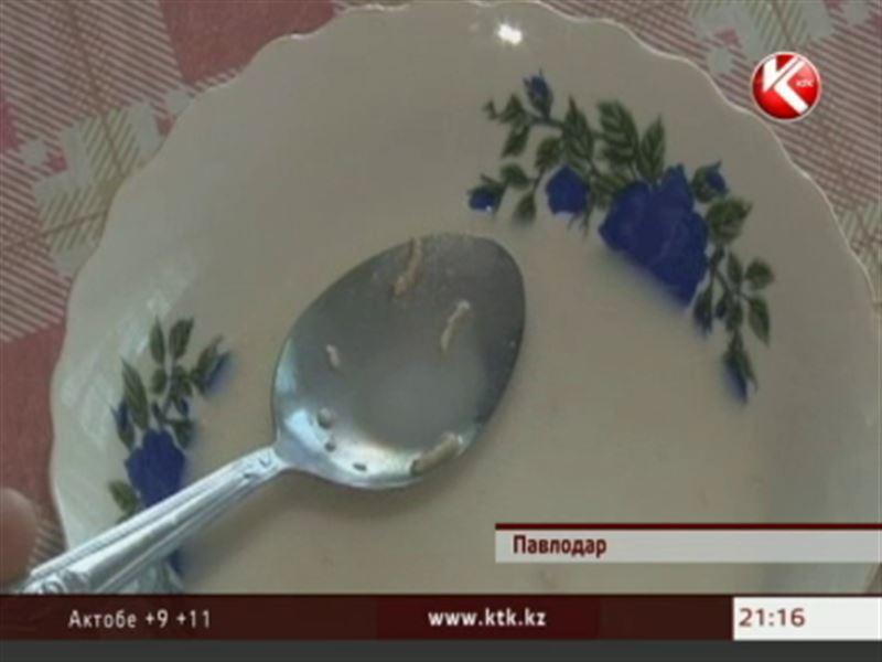 В одной из павлодарских школ на завтрак подали молочную кашу с червями