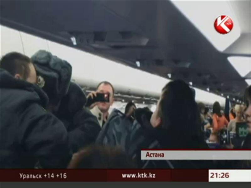 Пассажир самолета рейса Астана - Москва устроил в салоне грандиозный скандал