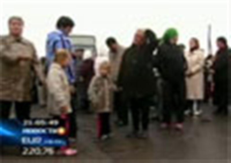 Семейские дачники вступили в рукопашный бой с недовольными их акцией протеста