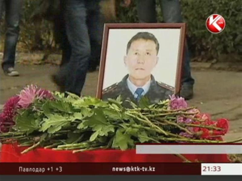 В Таразе вспоминают Газиза Байтасова, погибшего при обезвреживании террориста