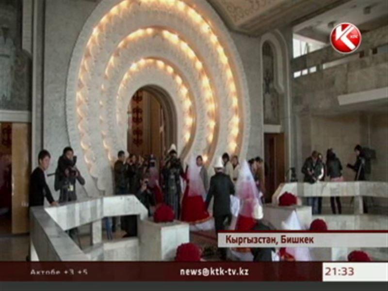 Киргизские власти предлагают экономить на торжествах - ограничивать количество гостей и блюд