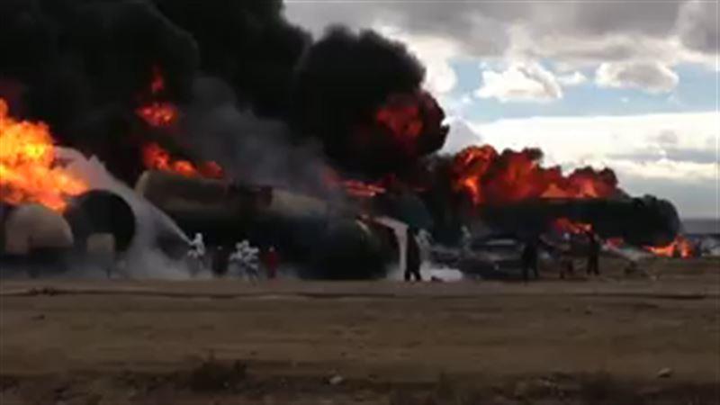 ЧП в Мангистауской области: взорвался бензовоз, горят цистерны с нефтью, есть погибший       (с обновлениями)