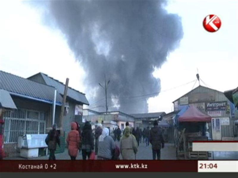 Торговцы сгоревших в Алматы рынков вышли на митинг и потребовали  восстановить рабочие места